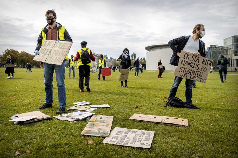 Studenten tijdens een demonstratie op het Museumplein waarbij ze aandacht te vragen voor meer fysiek onderwijs.  Beeld ANP