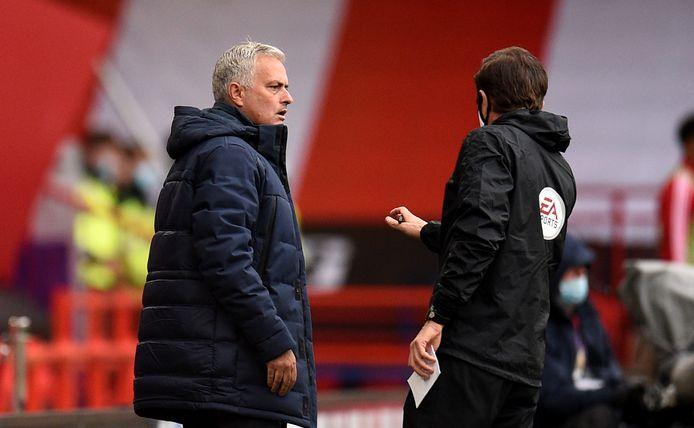 Mourinho is boos over het ingrijpen van de VAR.