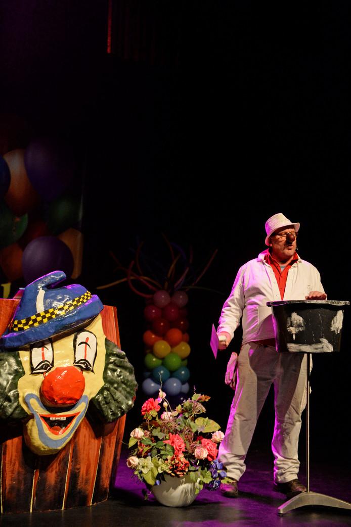 Harrie Nordkamp uit Overdinkel als Harm van Oaln Dieks tijdens het Twentse Buutfestival in Oldenzaal.
