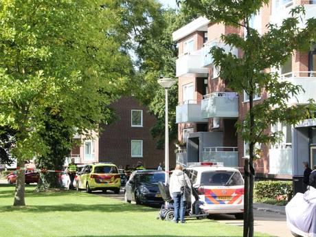 Man ernstig gewond na val van balkon in Hengelo