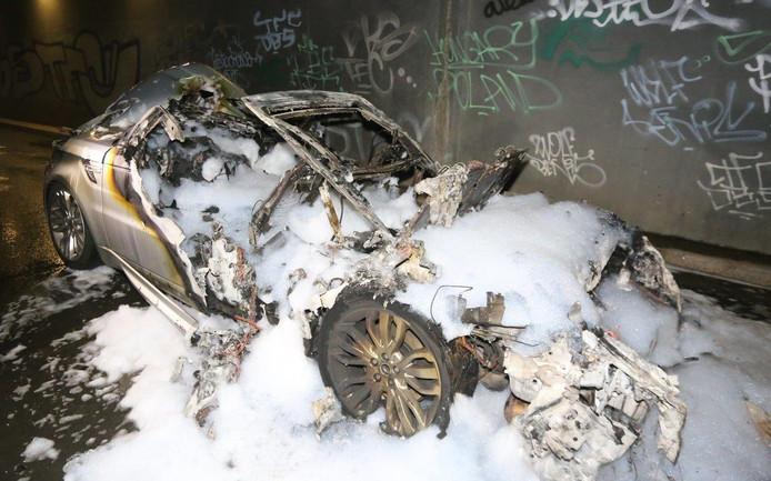 Uitgebrande Range Rover in Hedel