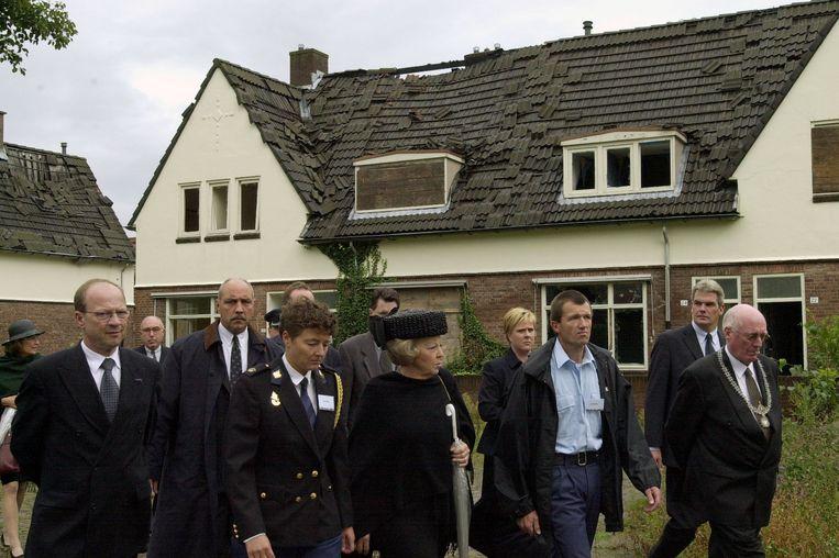 Koningin Beatrix bezoekt het rampgebied. Beeld Charel van Tendeloo