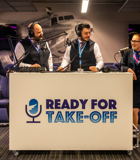 Docenten Summa maken succesvolle podcast over luchtvaart: 'Als het fout gaat, gaat het soms heel fout'