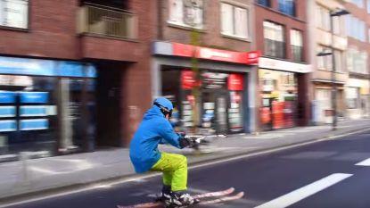 Skiën door de lege straten van Leuven? Enkele studenten doen het!