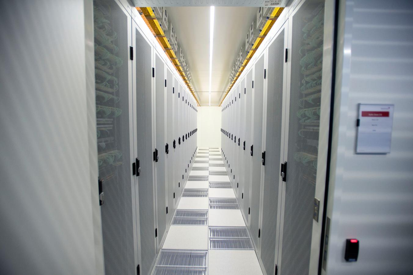 Een groot deel van het internetverkeer met het buitenland en het internetverkeer tussen Nederlandse internetproviders verloopt via de Amsterdam Internet Exchange, AMS-IX.