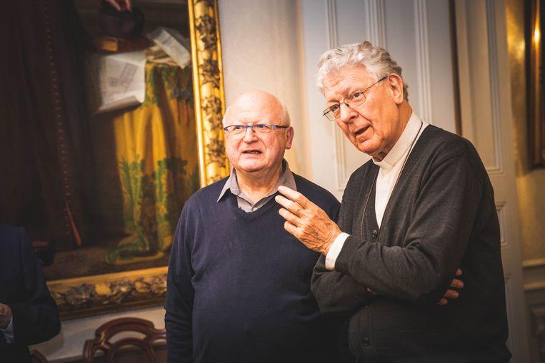 De nieuwe bisschop Lode Van Hecke (links) en de huidige, Luc Van Looy.