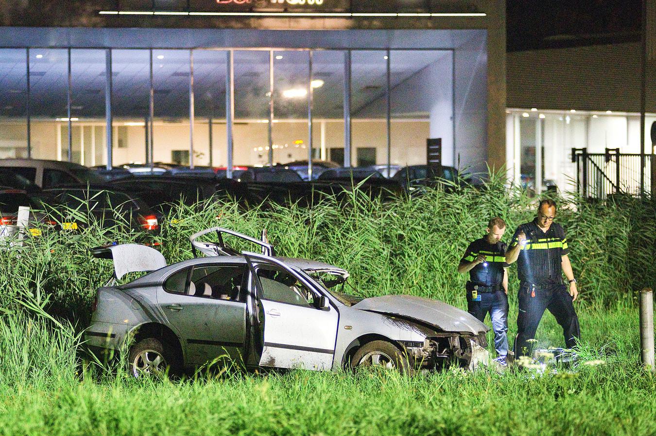 De mannen die afgelopen weekeinde met een auto tegen een lpg-installatie in Gorinchem reden, worden in ieder geval verdacht van het verlaten van de plaats van het ongeluk.