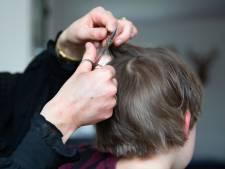Politie sluit kapper die gewoon aan het knippen was in Velp