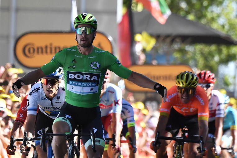 Sagan komt weer eens als eerste over de eindstreep. Beeld AFP
