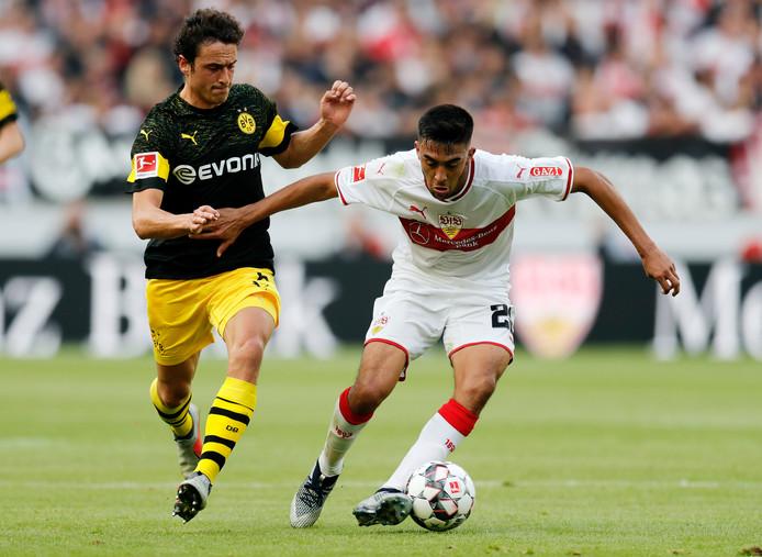 Nicolás Gonzáles (rechts) in de Bundesliga in actie voor VfB Stuttgart.