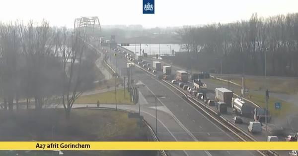 A27 vanuit Breda bij Gorinchem afgesloten door ongeluk.
