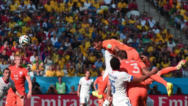 Leroy Fer kopt de 1-0 binnen tegen Chili Beeld AFP