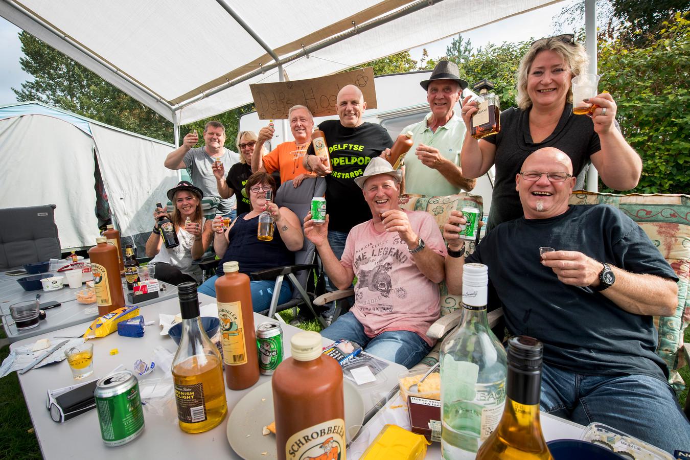De vriendengroep uit Delft op de camping in Kapel-Avezaath.