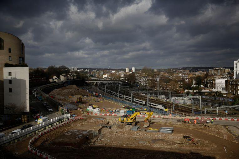 Een bouwplaats van de Hogesnelheidslijn HS2 bij het Euston station in Londen.  Beeld AP