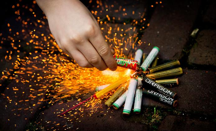 Oud & Nieuw is een goede gelegenheid om opgroeiende kinderen om te leren gaan met risico's van vuurwerk.