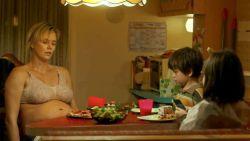 """""""'s Nachts opstaan om macaroni te eten"""": hoe Charlize Theron 23 kilo bijkwam voor haar nieuwe rol"""