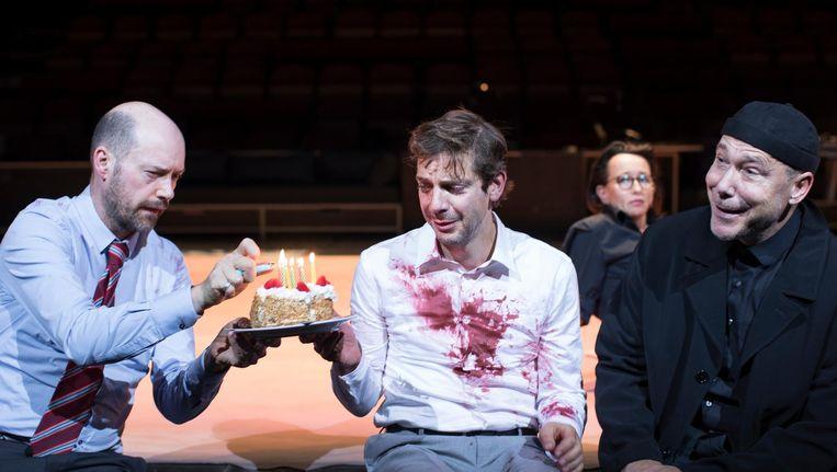 Ramsey Nasr (midden) speelt de zwaar getergde Jude St. Francis in de toneelbewerking van Een Klein Leven Beeld Jan Versweyveld