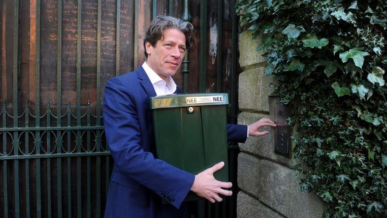 Europarlementariër Paul Tang met de brievenbus. Beeld anp