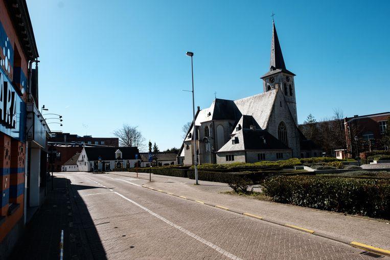 Borsbeek in lockdown. De Sint-Jacobuskerk aan de Jozef Reusenslei.
