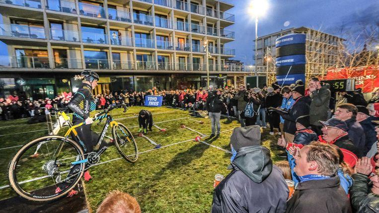De achtste editie van de Rectavit Cyclocross Masters heeft enkele duizenden supporters naar het centrum van Waregem gelokt.