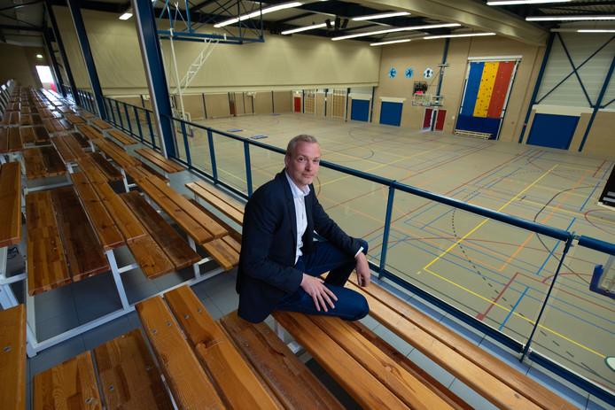 Secretaris Meindert Bakker vorig jaar vlak voor de vijftigste en de laatste keer 'Zang op Hemelvaart'.