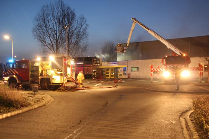 De brandweer in actie bij de sporthal