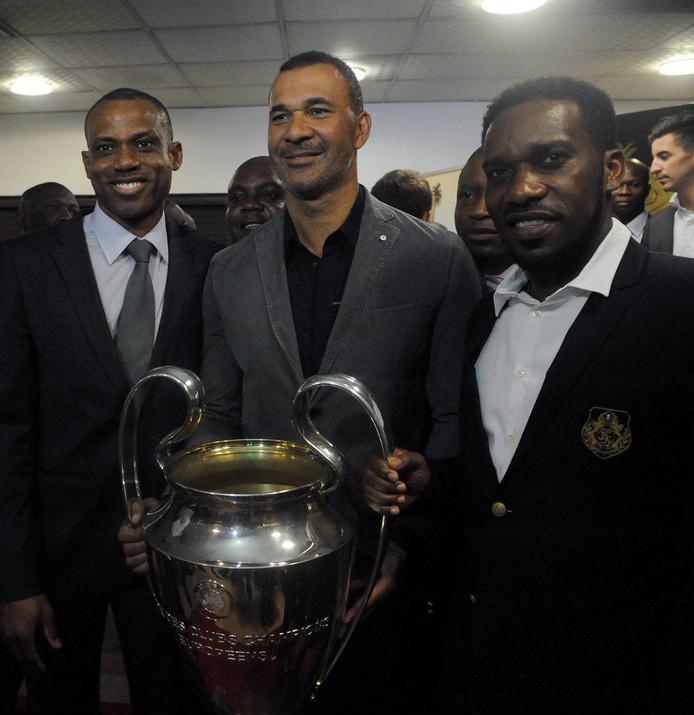 Sunday Oliseh (links) met Ruud Gullit en Jay-Jay Okocha.