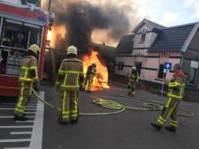 Bestuurder weet zich net te redden uit brandende auto in Apeldoorn