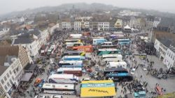 VIDEO. Timelapse toont volkstoeloop voor De Ronde van Vlaanderen op de Markt in Oudenaarde