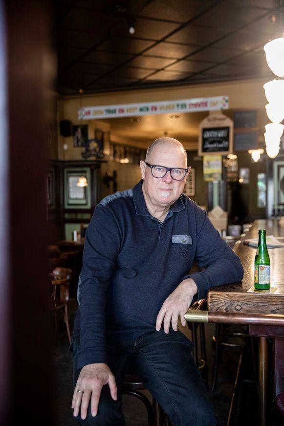 Dirk Hermans in het café Wachtzaal te Bree.