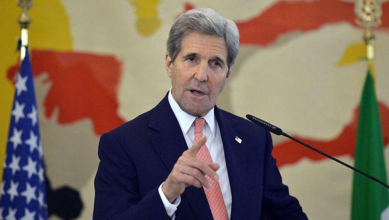 De Amerikaanse minister van Buitenlandse Zaken John Kerry spreekt zich tijdens de persconferentie zondag uit voor daadkracht in Libië. Beeld afp