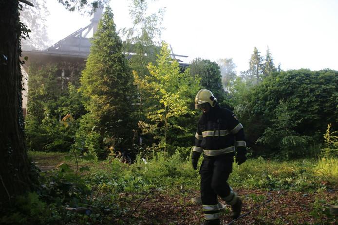 Brandweer aan het nablussen in Geldrop