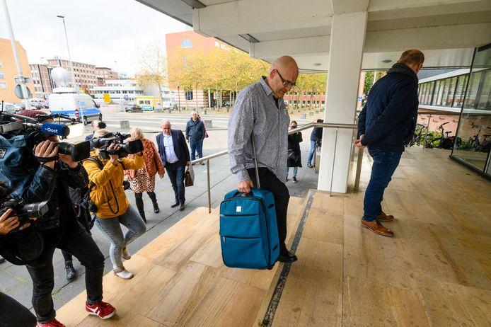 Paul van Buitenen in oktober vorig jaar, als hij zelf aangifte gaat doen tegen de Staat .