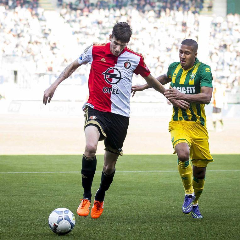 Michiel Kramer (Feyenoord) en Gianni Zuiverloon (ADO Den Haag). Beeld anp