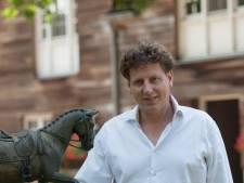 'Ik word nie goed van mijn wijf'; Joep Schellekens scoort met Mierds avondkloklied