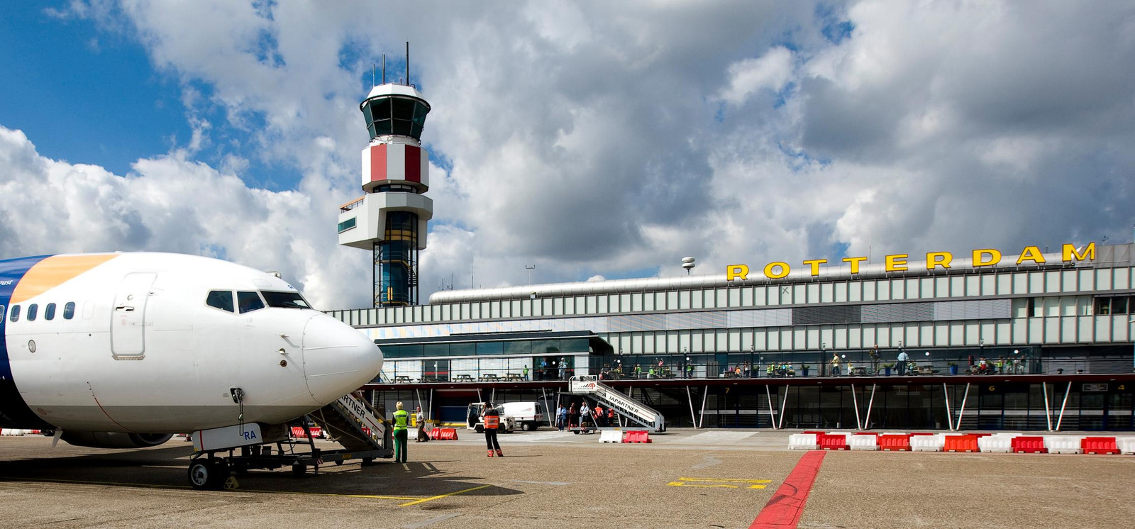 Rotterdam airport for Jet cars rotterdam opgelicht