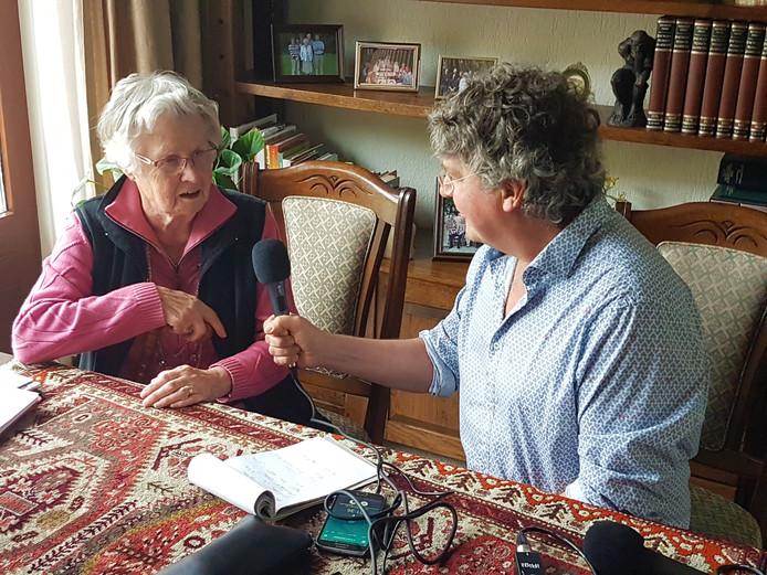 Rita Bijnen vertelt aan John Goedmakers van ROS-radio over de oorlogsjaren in Berlicum en op Coudewater in Rosmalen.