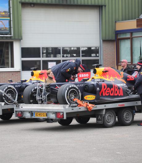 Supersnelle racewagen van Max Verstappen scheurt over Molenweg in Maasland