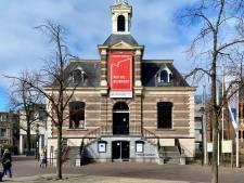 Museum Hilversum steunt bewoners mediastad met spandoek: 'Hou vol Hilversum'