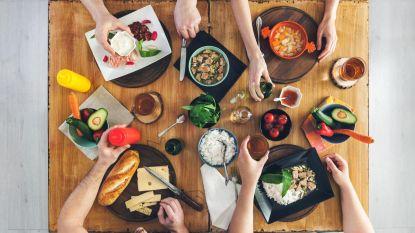 Nieuwe voedingsaanbevelingen: graanproducten, twee stukken fruit én gezellig tafelen