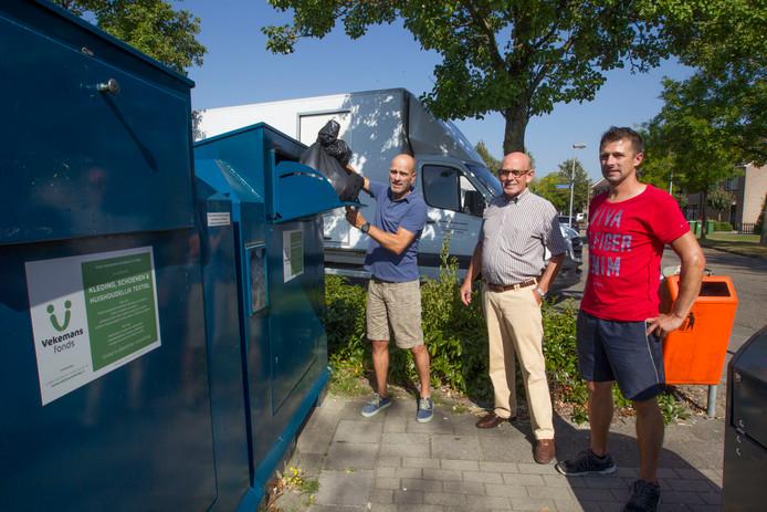 Als de gemeente haar zin krijgt verdwijnen de containers van het Pastoor Vekemans Fonds uit het straatbeeld.