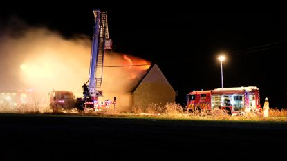 Jong gezin met kinderen dakloos na zware brand in Eggewaartskapelle