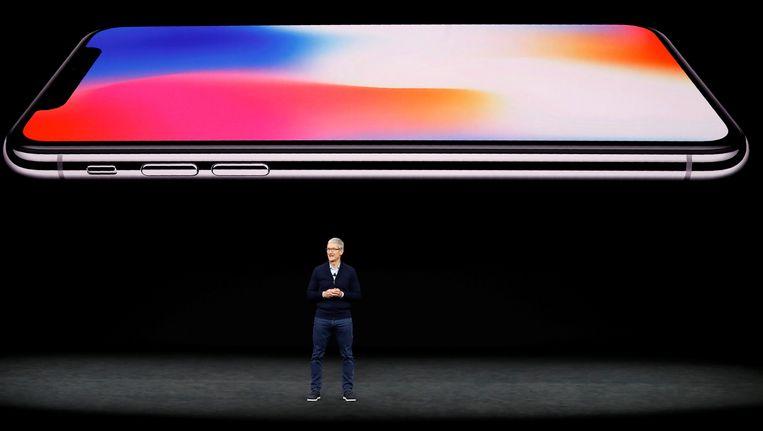 Tim Cook, CEO van Apple, stelt de nieuwe iPhone X voor.