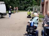 Ouderen zorgcentrum De Hooge Clock verrast met optreden