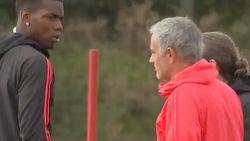 Koude oorlog tussen Pogba en Mourinho op training: zo kijkt Fransman naar zijn coach