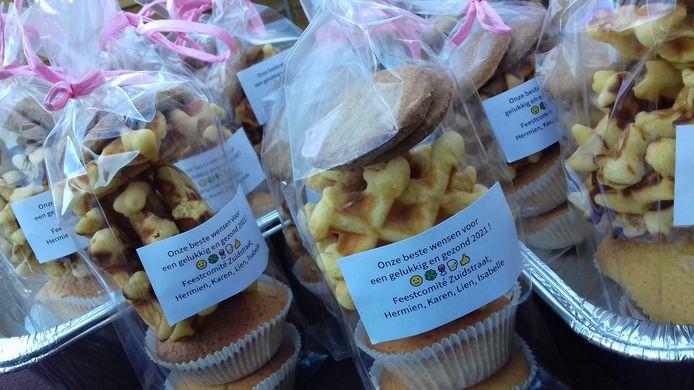 De bewoners van de Zuidstraat werden getrakteerd op zelfgebakken koekjes.