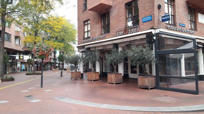 Binnenstad Eindhoven bij het begin van de tweede  lockdown. Kruising Hermanus Boexstraat en Nieuwstraat.