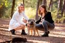 De zussen Mees en Roos Offenberg moeten hun hond Woezel voor altijd missen door zinloos geweld.