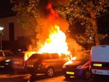Politie: 'Autobranden in Dordrecht zijn het gevolg van brandstichting'