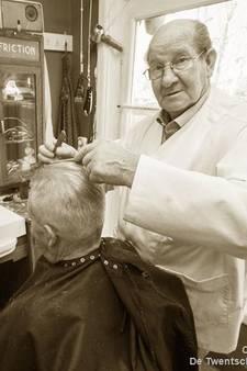 Na een halve eeuw bleef de kapperszaak van Jozef Veldhof in Zenderen ineens dicht